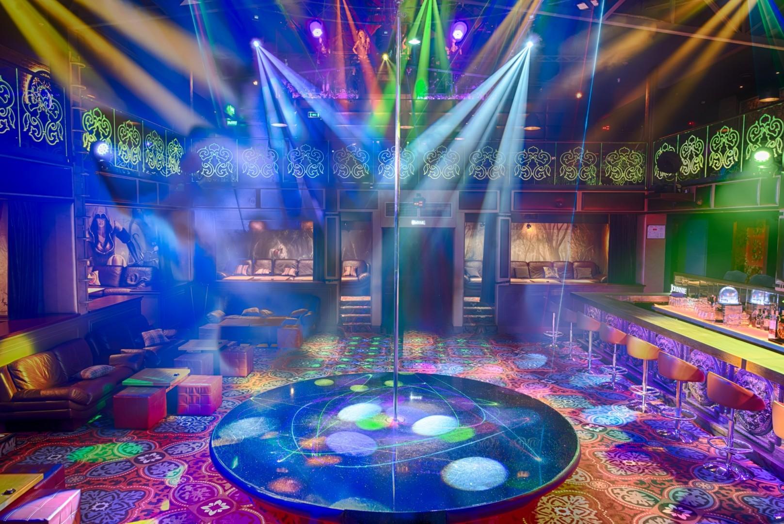 Hunters ночной клуб клуб ретро москва дискотека