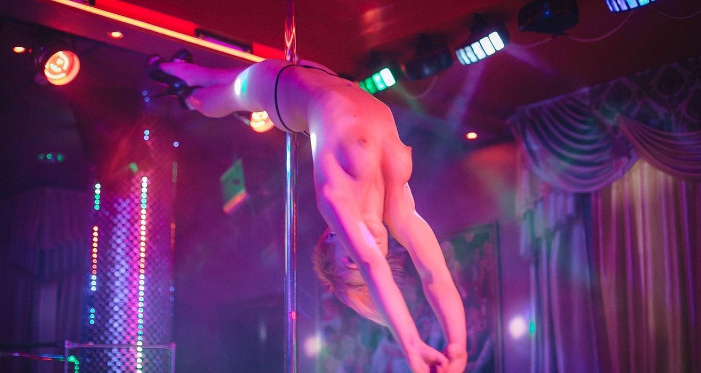 Стриптиз клуб xxx в воронеже ночной клуб в нижнем сусальном